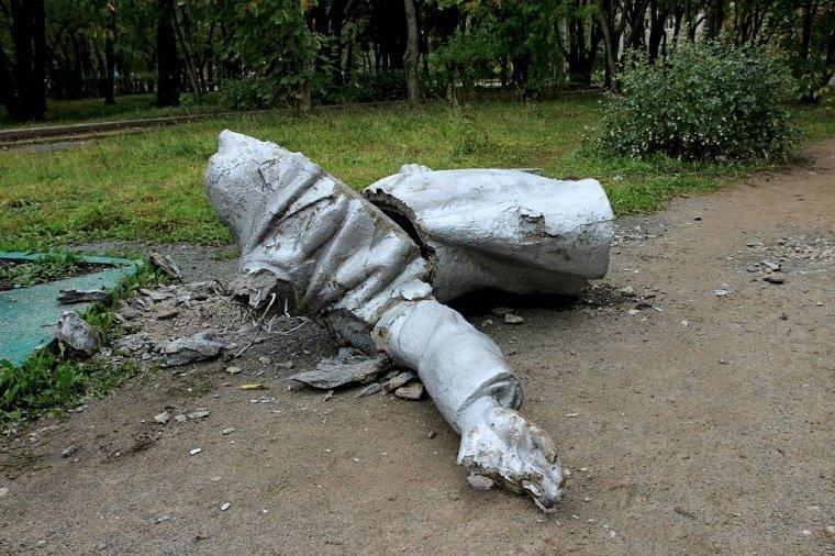 Накануне дня цельного голосования вДобрянке упал монумент Ленину