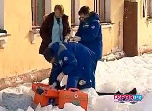 В башкирии из-за падения снега погибла 77-летняя пенсионерка.